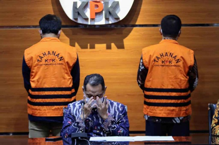 Foto: Bupati Bandung Barat dan Anaknya Ditahan KPK