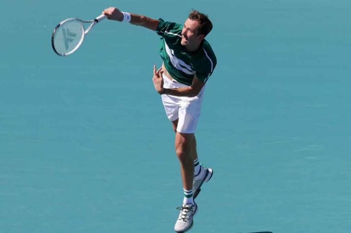 Positif Covid-19, Medvedev Mundur dari Monte Carlo Masters