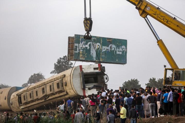 Kereta Api di Mesir Tergelincir, 11 Orang Meninggal
