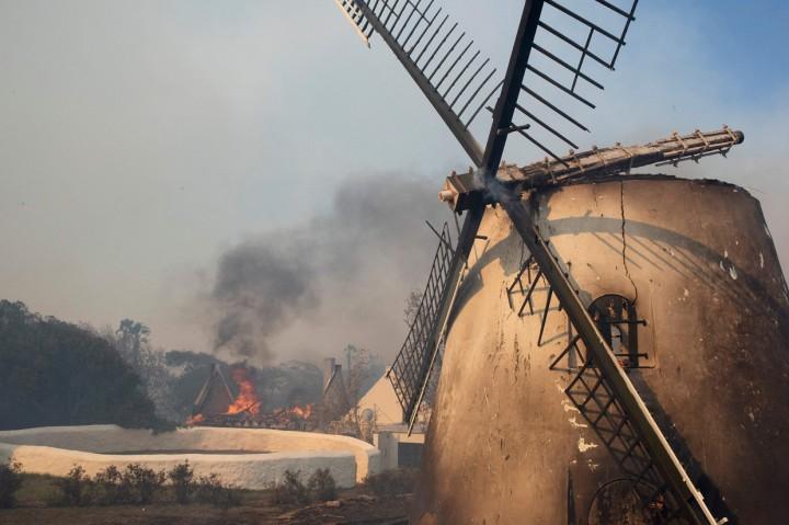 Bangunan Bersejarah di Afsel Hangus Akibat Kebakaran Hutan