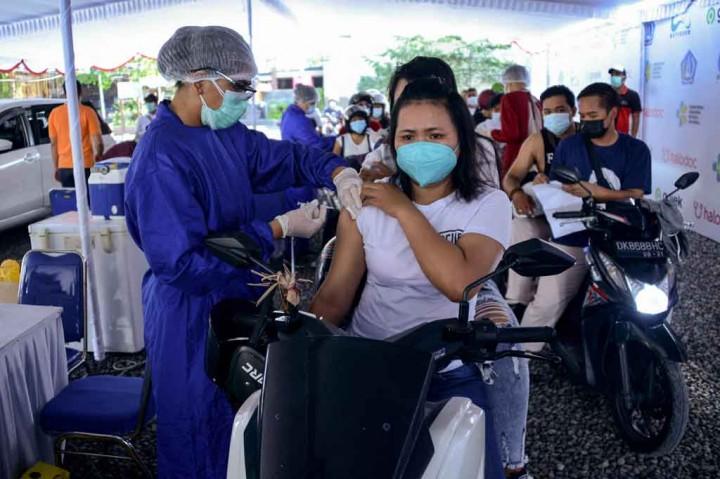 Potret Vaksinasi Covic-19 Drive Thru di Kuta Sasar 2.000 Penerima