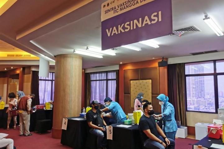 Ribuan Pelayan Publik di Mall Jalani Vaksin di ITC Mangga Dua