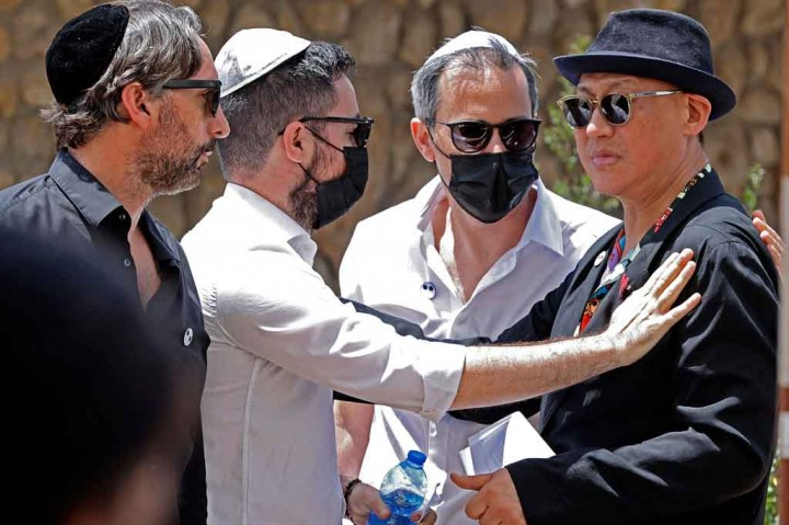 Perancang Busana Alber Elbaz Dimakamkan di Israel