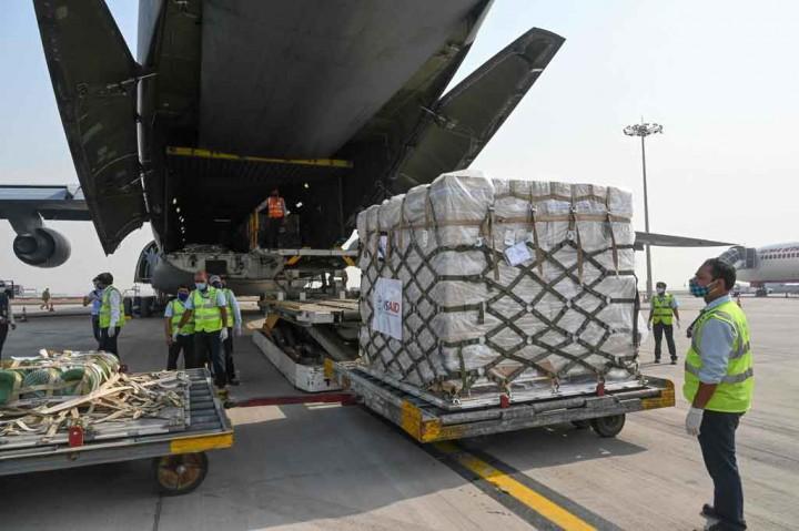 Pasokan Bantuan Darurat Covid  dari AS Tiba di India
