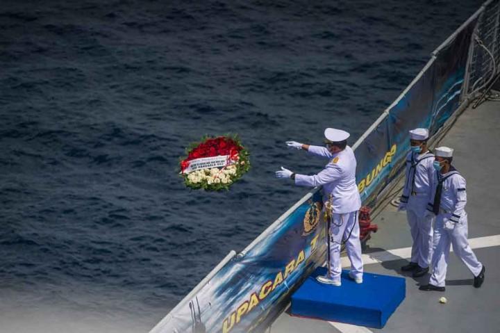 Kesedihan Warnai Upacara Tabur Bunga untuk Patriot Nanggala