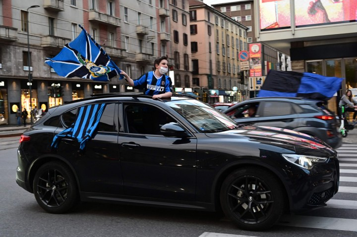 Foto: Ribuan Suporter Inter Milan Berpesta Rayakan Scudetto
