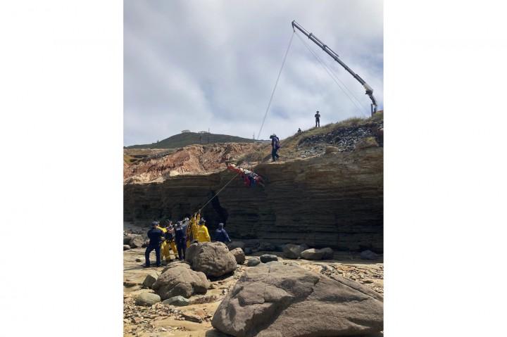 Kapal Penyelundup Terbalik di Perairan San Diego, 3 Meninggal