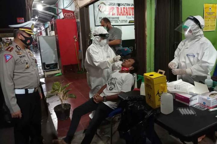 Supir dan Penumpang Bus di Aceh Jalani Tes Antigen Gratis