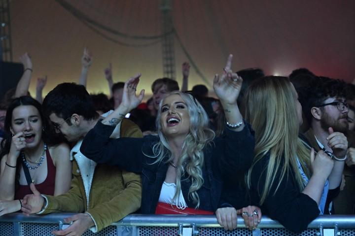 Potret 5.000 Orang di Liverpool Berpesta Tanpa Masker