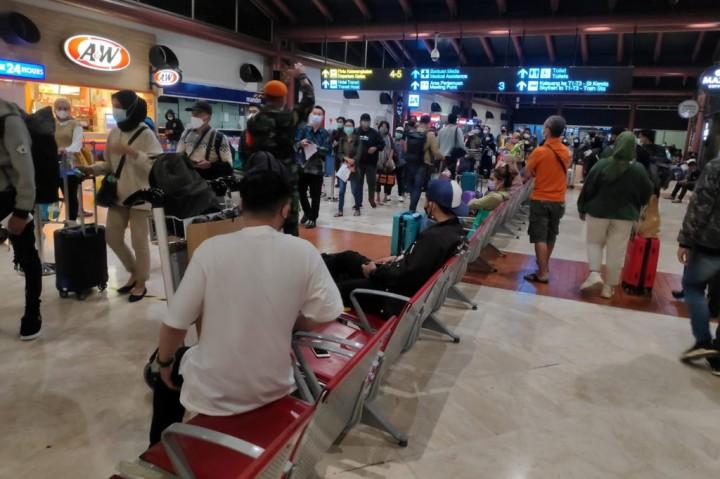 Potret Antrean Penumpang di Bandara Soetta Mengular pada H-1