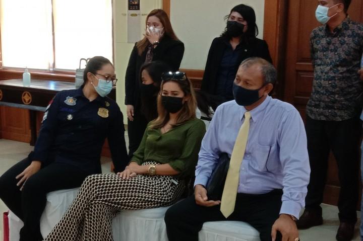 Bule yang Kelabui Satpam dengan Lukisan Wajah Berbentuk Masker