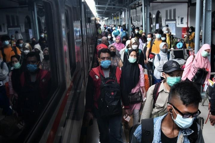 Foto: 10 Ribu Penumpang Kereta Tinggalkan Jakarta pada H-1