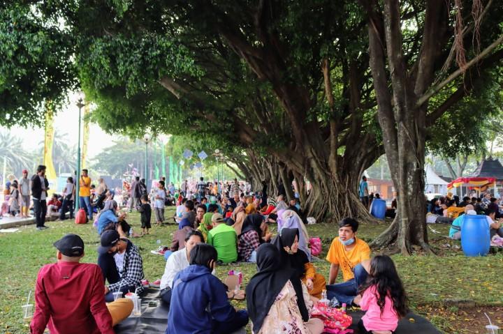 Lebih dari 10 Ribu Pengujung Padati TMII di Hari Pertama Lebaran