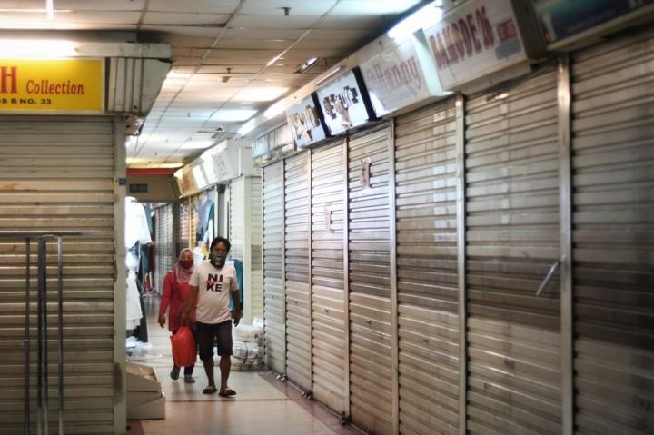 Kembali Dibuka, Pasar Tanah Abang Sepi Pengunjung