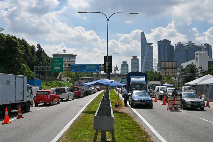 Potret Malaysia di Hari Pertama Full Lockdown