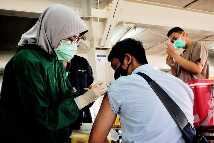 Pengemudi Ojek Online di Depok Jalani Vaksinasi Covid-19