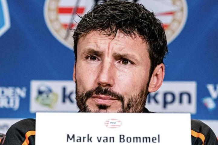 Van Bommel Resmi Latih Wolfsburg