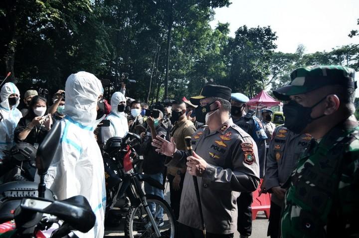 Polda Metro Jaya Lepas Tim Pemburu Covid-19