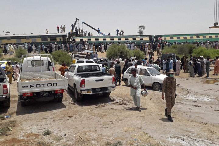 30 Orang Meninggal dalam Tabrakan Kereta Api di Pakistan