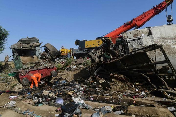 Korban Jiwa Tabrakan Kereta di Pakistan Jadi 63 Orang