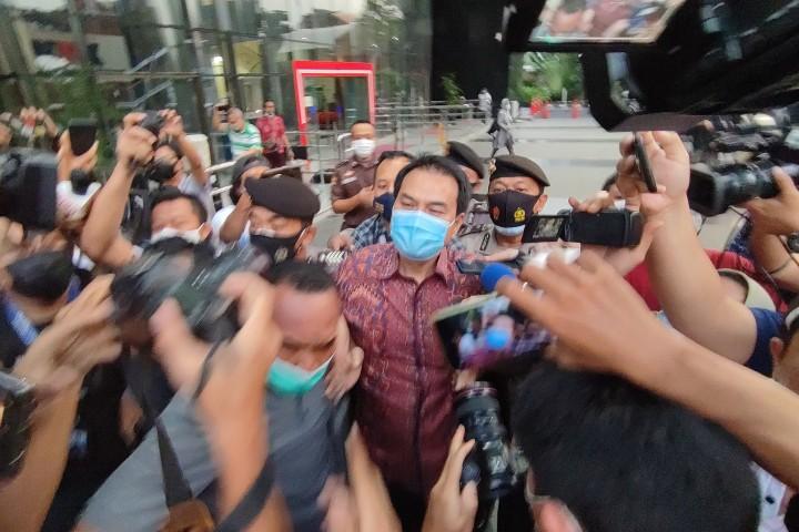 Kasus Suap, Azis Syamsuddin Bungkam Usai Diperiksa Hampir 9 Jam