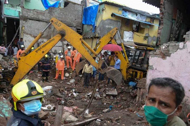 Foto: 11 Meninggal Dunia akibat Robohnya Gedung di Mumbai