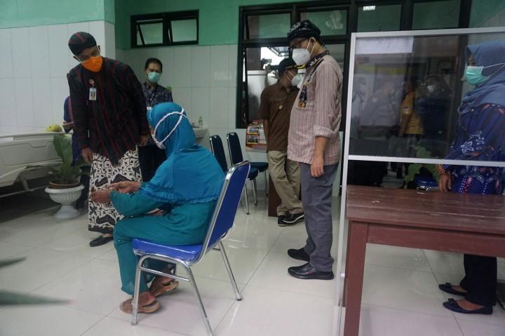 Ganjar Perintahkan Daerah Habiskan Vaksin, Prioritaskan Lansia