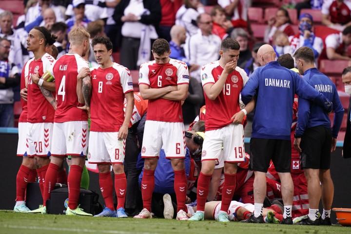 Euro 2020: Detik-detik Eriksen Kolaps di Laga Denmark Vs