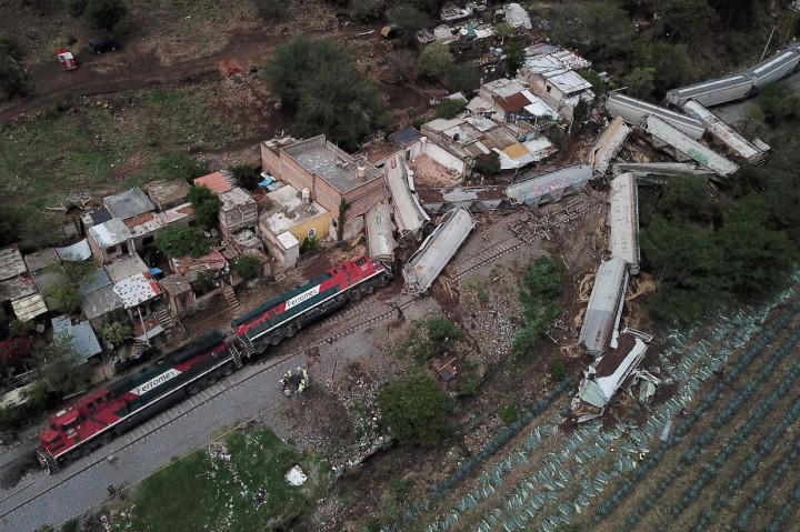 Kereta Barang Tergelincir Hantam Rumah Warga di Meksiko, 1