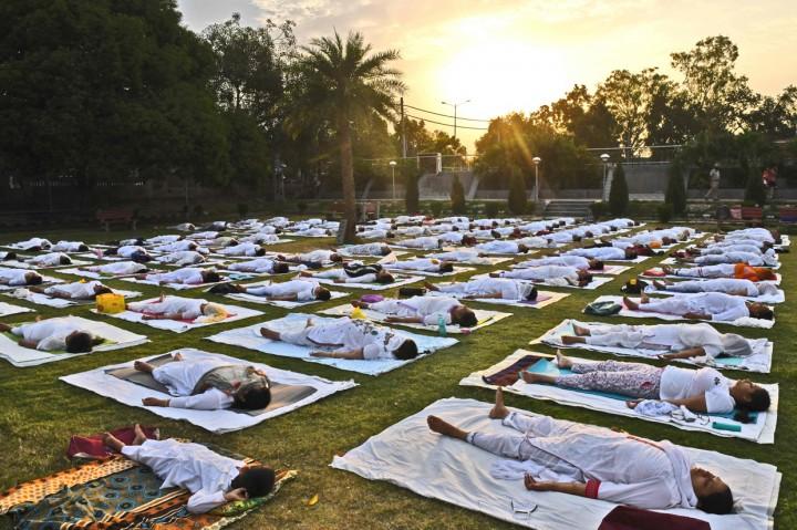 Potret Hari Yoga Internasional di India dan Pakistan