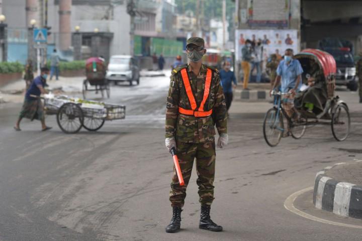 Bangladesh Kerahkan Tentara dan Polisi Awasi Penerapan Lockdown