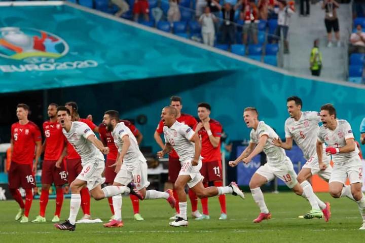 Selebrasi Para Pemain Spanyol Usai Melenggang ke Semifinal Euro