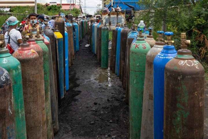 Foto: Sulitnya Warga Myanmar Dapatkan Pasokan Oksigen