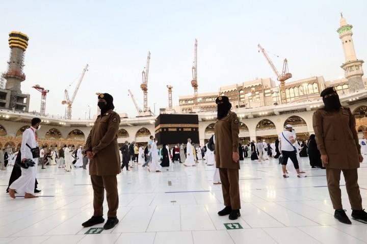 Foto: Polisi Wanita Dikerahkan Awasi Ibadah Haji di Makkah