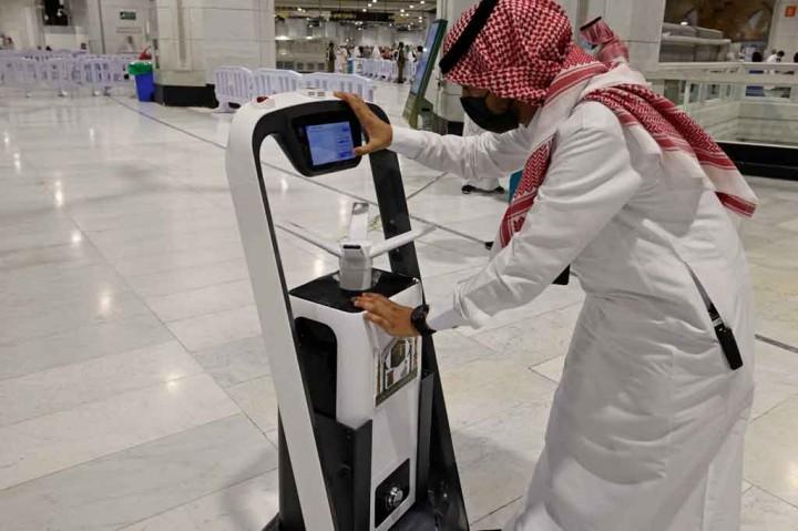 Melihat Kartu Pintar dan Robot: 'Haji Digital' Arab Saudi
