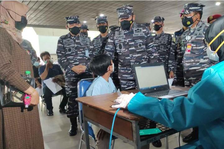 KSAL Tinjau Vaksinasi Massal di Terminal 2 Bandara Juanda