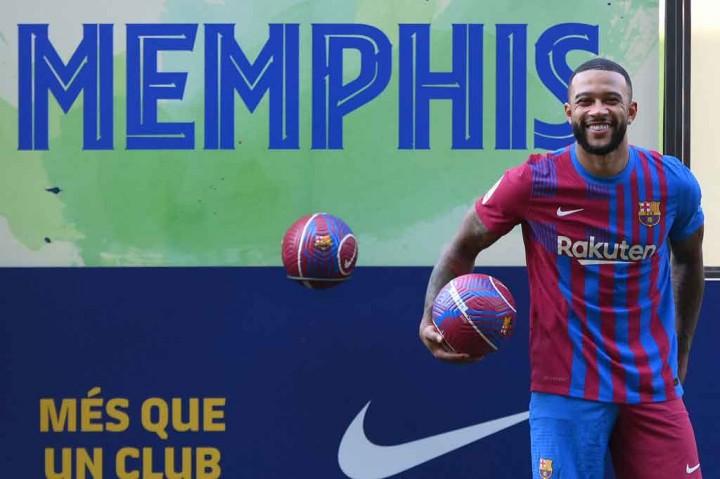 Memphis Depay Secara Resmi Diperkenalkan oleh Barcelona