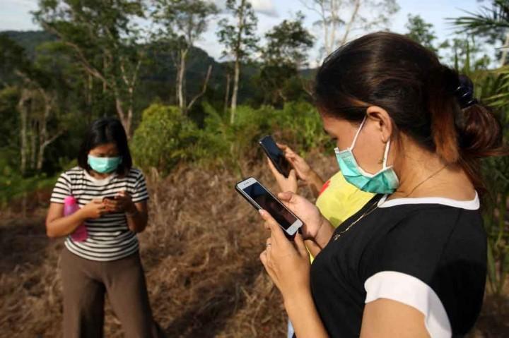 Berburu Sinyal Internet di Bukit Sinyal
