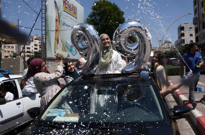 Kegembiraan Pelajar SMP di Palestina Rayakan Kelulusan