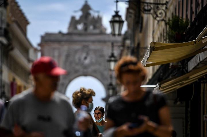 Senangnya Jalan-jalan di Portugal Mulai Bebas Masker