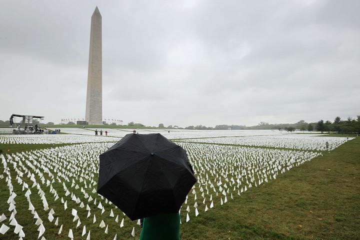 Ribuan Bendera Putih untuk Mengenang Korban Meninggal Akibat
