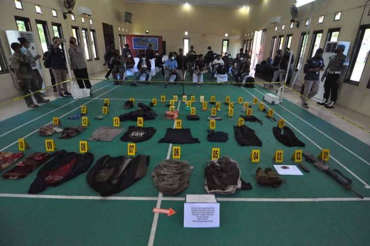 Ini Barang Bukti Milik Kelompok Teroris Poso yang Tertembak Mati