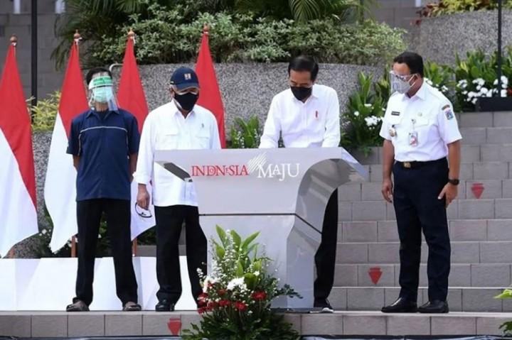 Foto: Jokowi Resmikan Rusun Pasar Rumput
