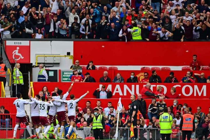 Liga Inggris: Fernandes Gagal Penalti, MU Tumbang di Kandang