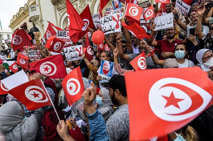 Kecam Perluasan Kekuasaan Presiden, Ribuan Warga Tunisia Turun