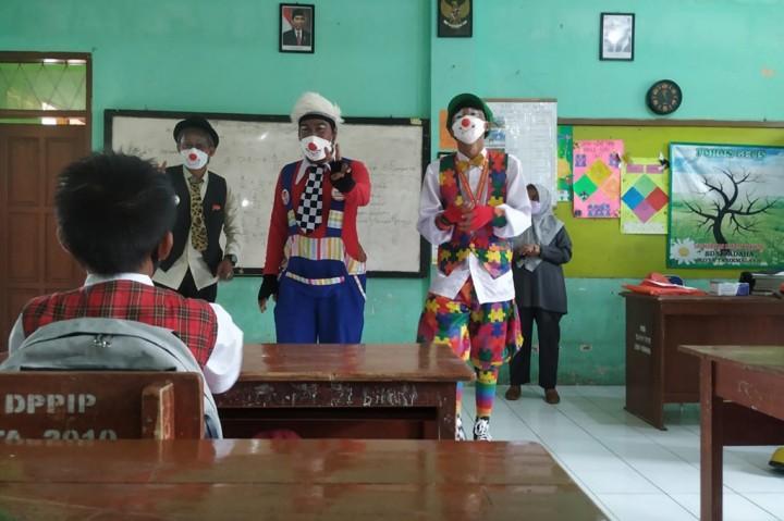 Komunitas Badut Tasik Sosialisasikan Protokol Kesehatan di