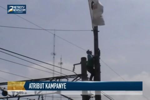 Cabut Atribut Kampanye, Petugas Naik ke Tower Listrik Bertegangan Tinggi