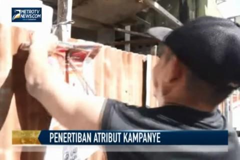 Satpol PP Tertibkan Atribut Kampanye Caleg Bandel