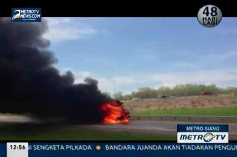 Sebuah Bus Sekolah Terbakar