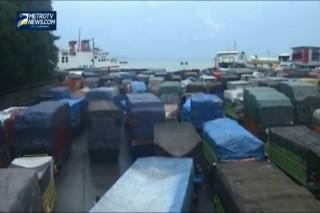 Ribuan Truk Menumpuk di Pelabuhan Merak